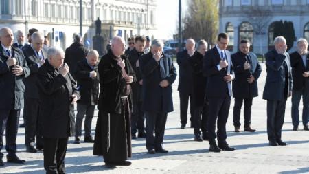 Днешната церемония във Варшава с участието на полските лидери бе скромна заради ограничителните мерки.