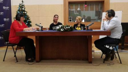 """Весела Одаджиева (втората отляво) и адвокат Златина Хаджипанайотова в БНР с водещите на """"Неделя 150"""" Диана Янкулова (вляво) и Явор Стаматов."""