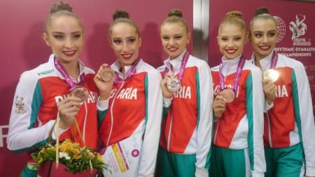 Стефани Кирякова, Симона Дянкова, Лаура Траатс, Ерика Зафирова и Мадлен Радуканова
