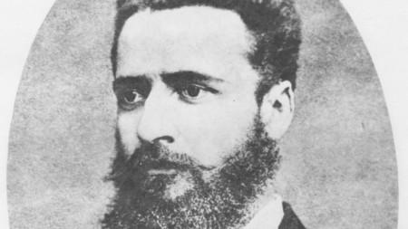 Христо Ботев, май 1875 г., Букурещ. Най-известната фотография на Ботев е правена в ателието на фотографа Тома Хитров. От нея са запазени най-много копия.
