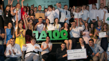 """260 ученици и студенти от цяла България представиха своите продукти и услуги на 11-ия Младежки стартъп форум """"Изгряващи звезди"""""""