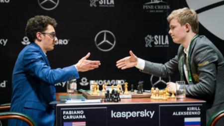 Фабиано Каруана (вляво) победи Кирил Алексеенко.