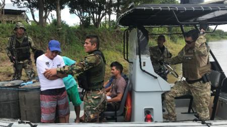 Съвместна акция на перуанската и бразилската полиция срещу наркотрафика.