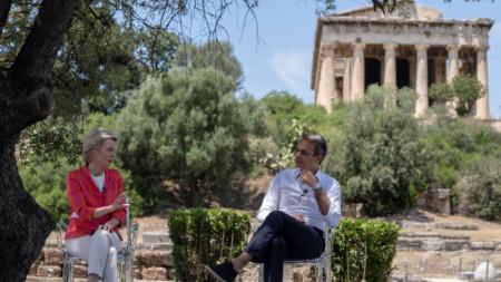 Председателката на ЕК Урсула фон дер Лайен и премиерът на Гърция Кириакос Мицотакис в Атина - 17 юни 2021