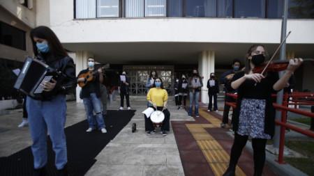 Студенти в Солун протестират на 26 февруари срещу закон, който дава право на полицията да следи за реда в университета.