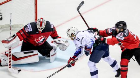 Канадският вратар Мат Мъри отрази всички 28 удара при победата с 3:0 над САЩ.