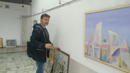 Йордан Йорданов реди изложбата на своите колеги
