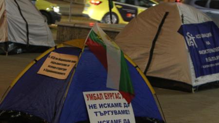 Част от палатковия лагер на протестиращите медицински сестри