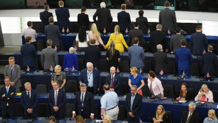 Британски и полски евродепутати обърнаха гръб на химна на Европа