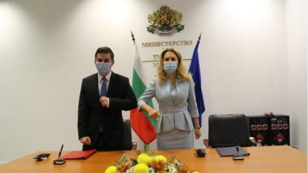 Dy ministrat Gent Cakaj dhe Marijana Nikollova