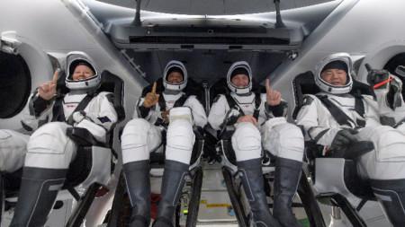 Четиримата астронавти след приводняването им край Панама.