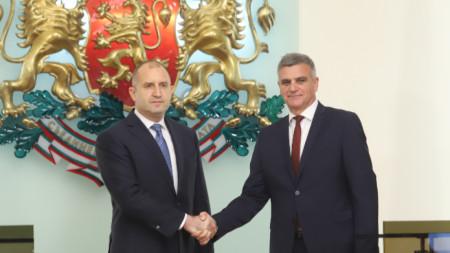 Румен Радев със служебния премиер Стефан Янев, 12 май 2021 г.