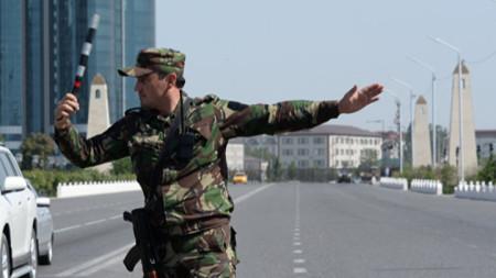 Служител на чеченското МВР в столицата Грозни