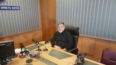 Доц. д-р Румен Бостанджиев в студиото на предаването