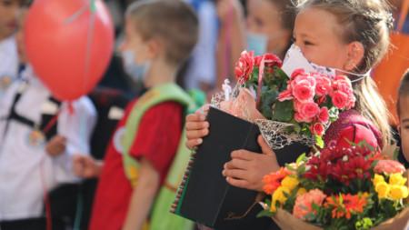 """Столичното 139 училище """"Захари Круша"""" посрещна своите първокласници."""