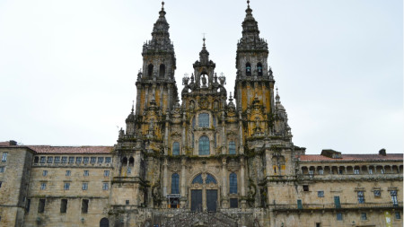 Величествената катедрала в градчето Сантяго де Компостела в Испания