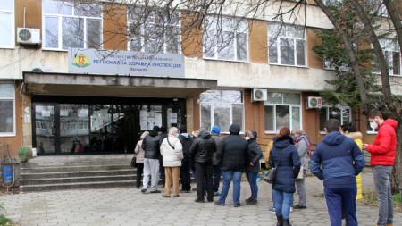 Опашка за ваксиниране срещу Covid-19 в Пловдив
