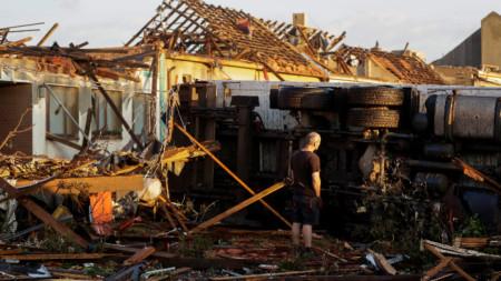 Последствията от торнадото в Моравска Нова Вес, Югоизточна Чехия.