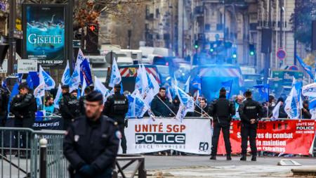 Проектът за пенсионна реформа във Франция предизвика серия от протести и стачки по-рано този месец.