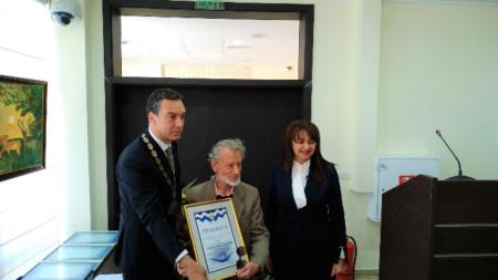 Симеон Димитров (в средата)