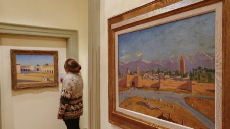 Картината (вдясно) на изложба в Атланта, Джорджия.