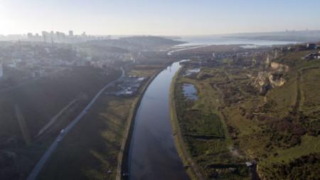 Изглед към трасето, по което ще преминава Истанбулския канал между Черно и Мраморно море.