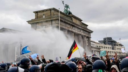 Протест срещу ограничителните мерки в Берлин, 18 ноември 2020 г.