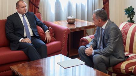Presidenti Radev (majtas) dhe Ambasadori Moskalenko