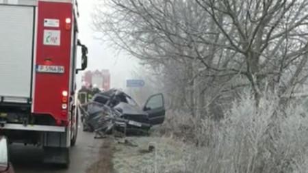 Леката кола, управлявана от  загиналата жена, е била ударена от камион.