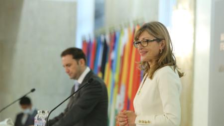 Bulgaria's Foreign Minister Ekaterina Zaharieva (right) with North Macedonian counterpart Bujar Osmani (left)