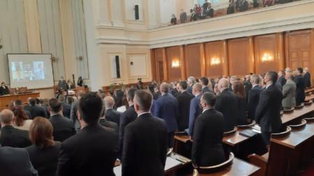 Депутатите положиха клетва, а петима карантинирани го направиха дистанционно.