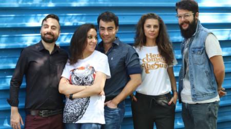 """Екипът на """"Изотопия"""" (от ляво на дясно) Лъчезар Вълев, Лора Търколева, Иван Русланов, Елеонора Николова и Иван Нотев."""