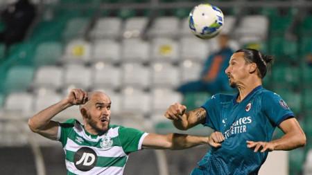 Златан Ибрахимович (вдясно) отбеляза първия гол за Милан.