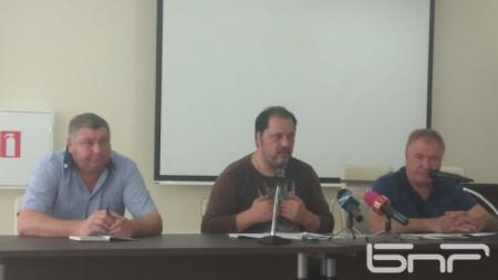 Отляво - надясно: Христо Тодоров, Георги Манев, Ангел Ангелов