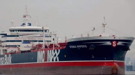Задържаният от Иран кораб