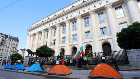 Палатки пред Съдебната палата в София, 8 юни 2021 г.