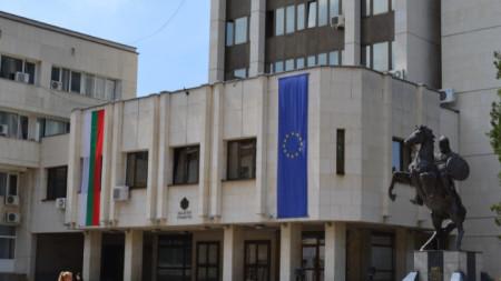 Сградата на областната администрация в Ловеч.
