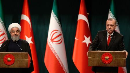 Президентът на Иран Хасан Рохани и турският му колега  Реджеб Ердоган по време на съвместна пресконференция в Анкара.