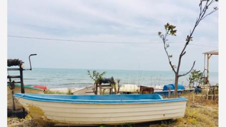 Лодката си чака рибаря