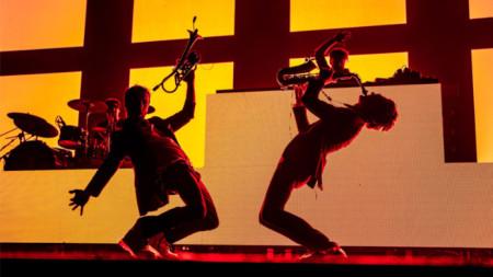 Австриецът Маркъс Фюредер, по-известен със сценичното си име Паров Стелар, успешно съчетава джаз, хаус, електро, хип-хоп...
