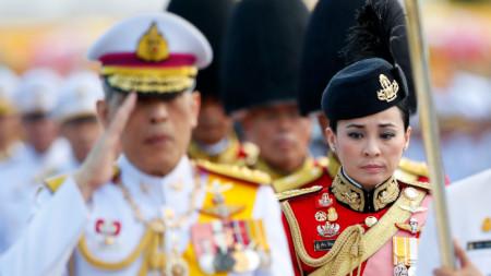 Кралят на Тайланд Маха Ваджиралонгкорн с кралица Сутхида.