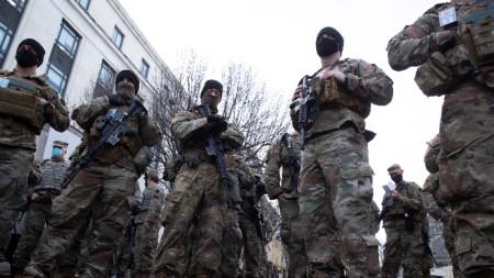 Националната гвардия е разположена край ключовите сгради във Вашингтон.