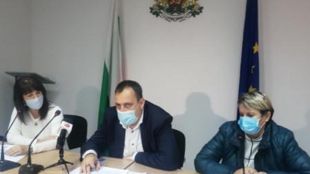 Зам.-областният управител на Пазарджишка област Йордан Кожухаров и д-р Хюля Шериф (вдясно)