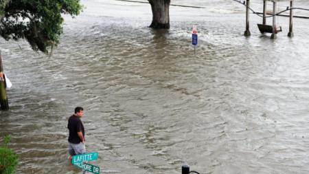 Наводнен район на брега на езерото Понтчартрейн, на което се намира и Ню Орлиънс.