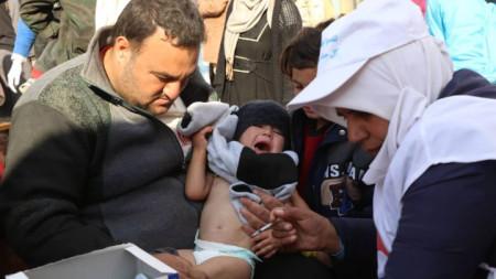 Кампания за ваксиниране на деца през ноември 2018 г. в лагера Рукбан до границата на Сирия с Йордания, където са настанени десетки хиляди.