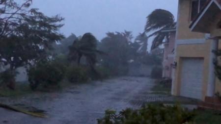 Ураганът Дориан удари Бахамите  с ветрове от близо 280 километра в час.