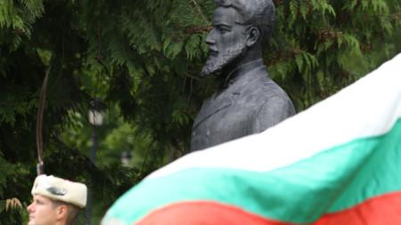Пред бюст-паметника на Христо Ботев в Борисовата градина - 2 юни 2021 г.