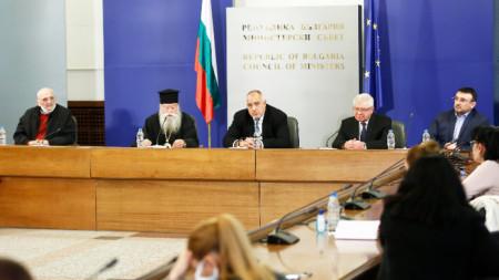 Премиерът Бойко Борисов се срещна с представители на Светия Синод по повод предстоящите празници Цветница и Великден и мерките.