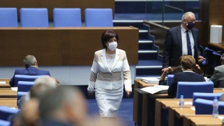 Председателят на НС Цвета Караянчева в пленарната зала