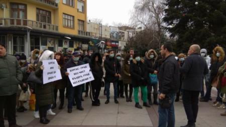 Едно от исканията след миналогодишните протести, беше сключването на договор с подобна лаборатория